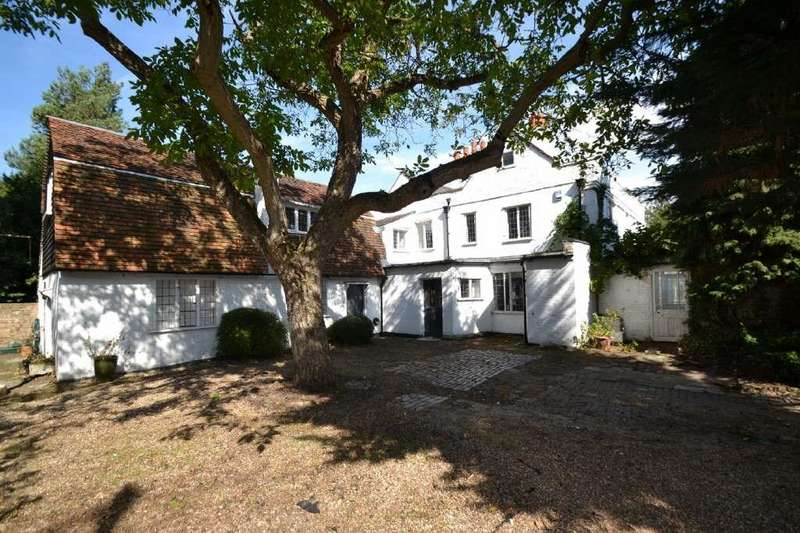 6 Bedrooms Detached House for sale in Churchgate, Cheshunt, EN8