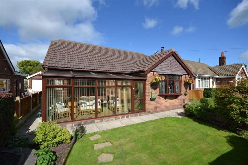 4 Bedrooms Detached Bungalow for sale in Colwyn Drive, Knypersley, Stoke-On-Trent