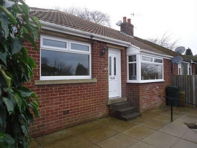 2 Bedrooms Semi Detached Bungalow for sale in Moore Avenue, Bradford, West Yorkshire, BD7