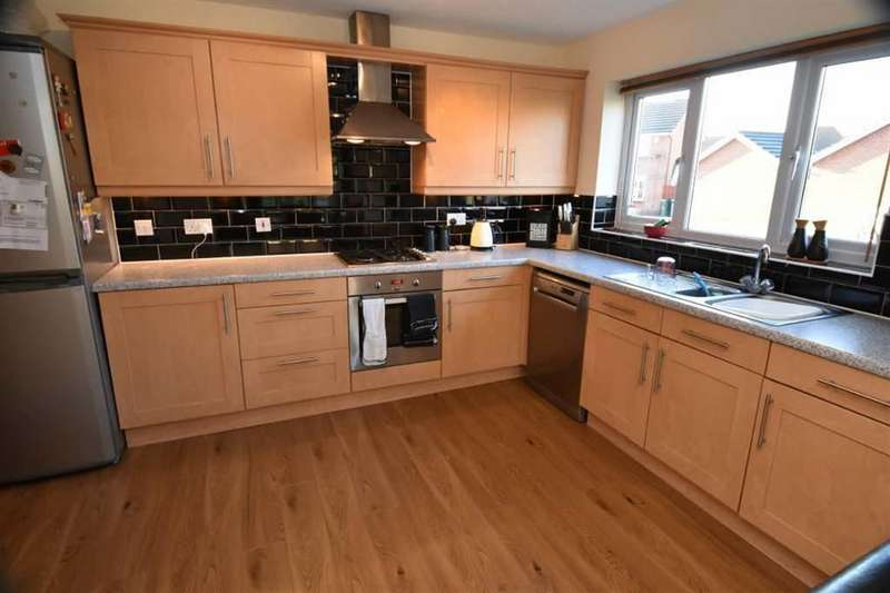 4 Bedrooms Detached House for sale in Roeburn Close, Bradford