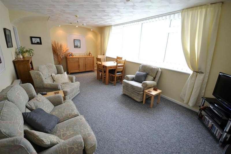 2 Bedrooms Apartment Flat for sale in Kent Row, Llanion Park, Pembroke Dock