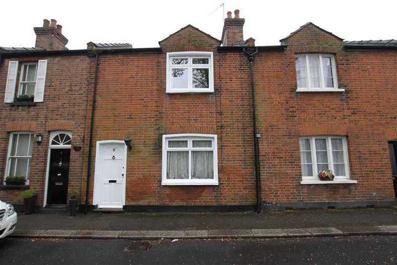 2 Bedrooms Terraced House for sale in Dury Road, Hadley Green, Herts, EN5