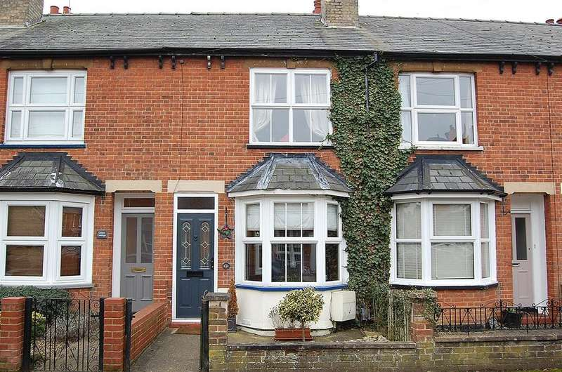 3 Bedrooms Terraced House for sale in Balmoral Road, Hitchin