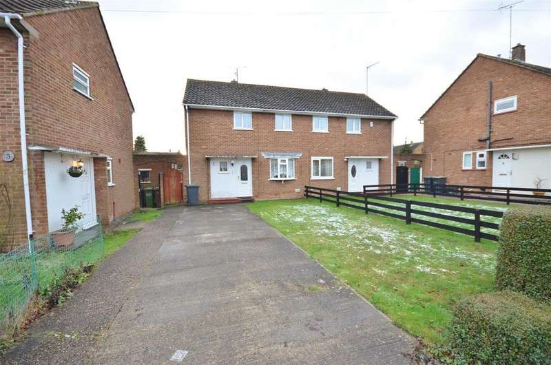 3 Bedrooms Semi Detached House for sale in Runfold