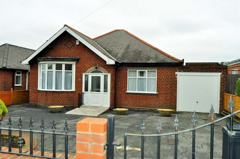 3 Bedrooms Detached Bungalow for sale in Masters Lane, Halesowen