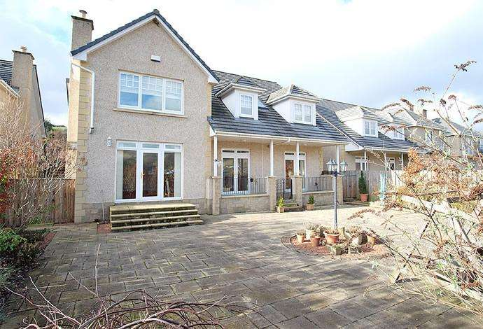 5 Bedrooms Detached House for sale in 22 Wedale View, Stow, TD1 2SJ