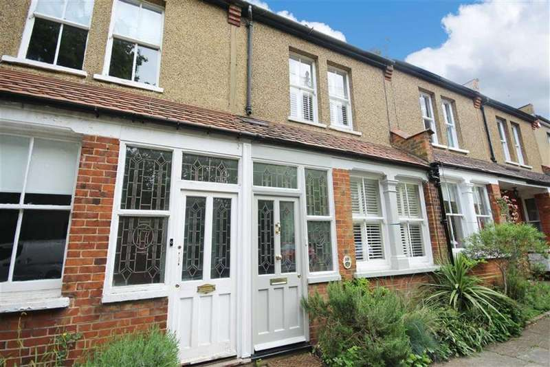 2 Bedrooms House for sale in Old Fold Lane, Hadley Highstone, Hertfordshire