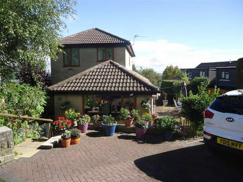 4 Bedrooms Detached House for sale in Clayfield Drive, Bradford, West Yorkshire, BD7