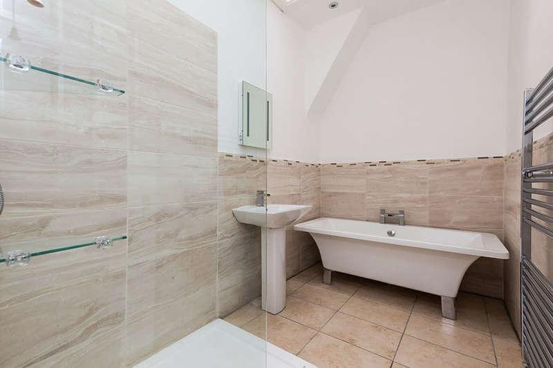 3 Bedrooms Property for sale in Primrose Street, Darwen, BB3