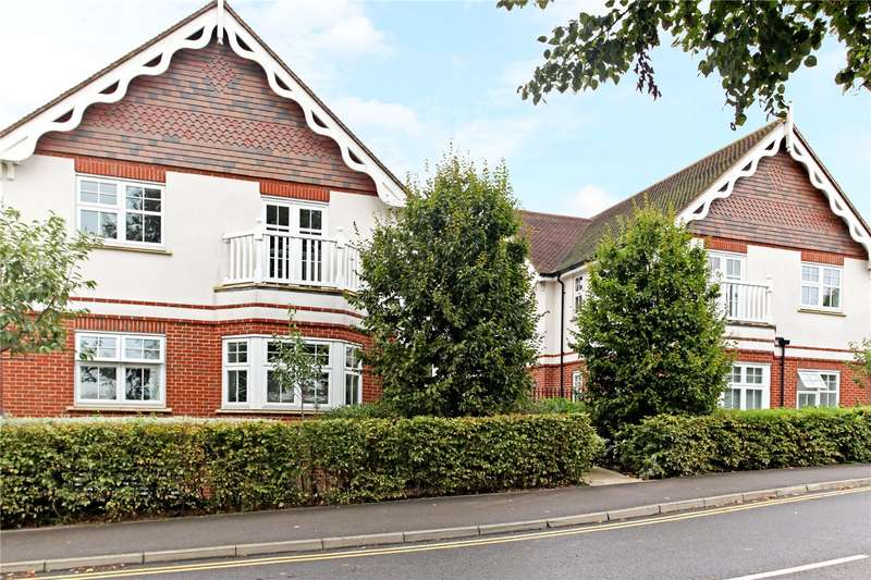 2 Bedrooms Flat for sale in Pewley Heights, Semaphore Road, Guildford, Surrey, GU1