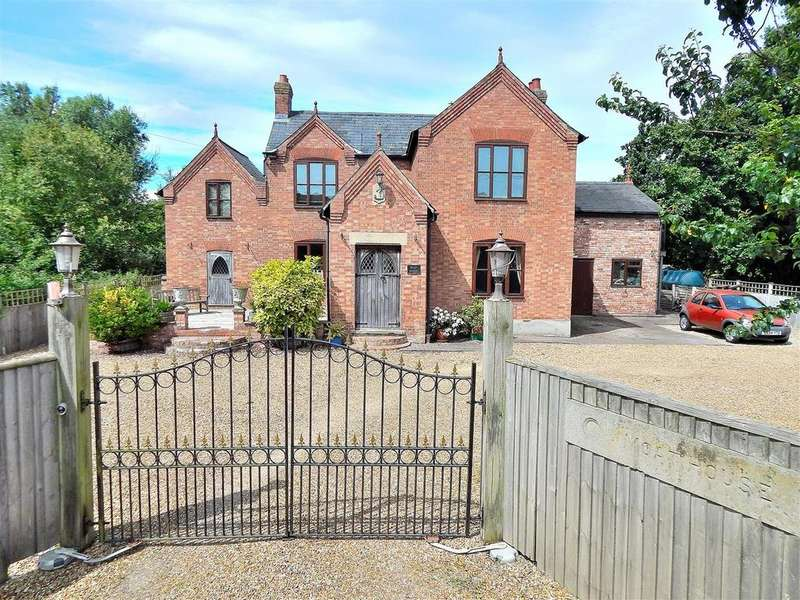 4 Bedrooms Detached House for sale in Terrington St. Clement, Norfolk