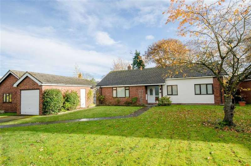 3 Bedrooms Detached Bungalow for sale in Llys Y Berllan, Ruthin, Ruthin