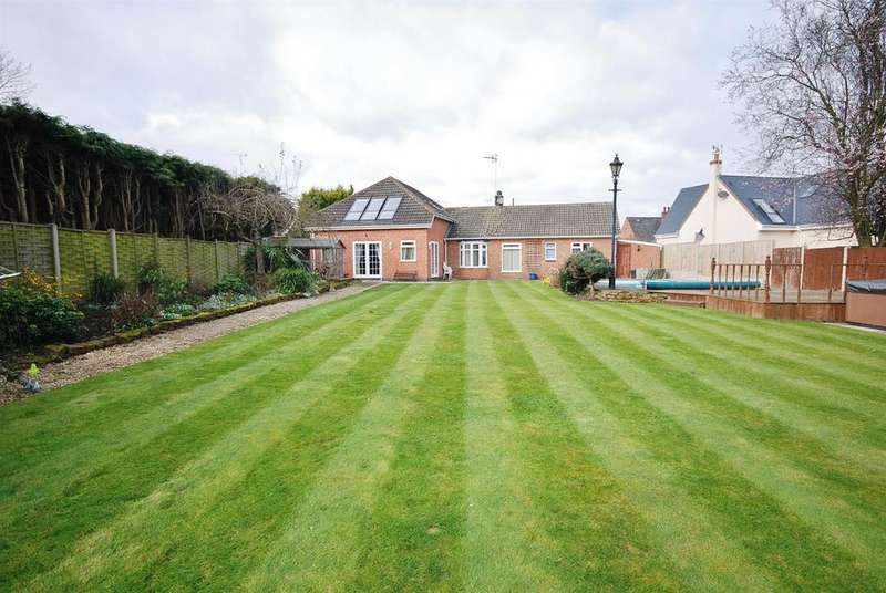 5 Bedrooms Detached House for sale in Kirklington Road, Southwell