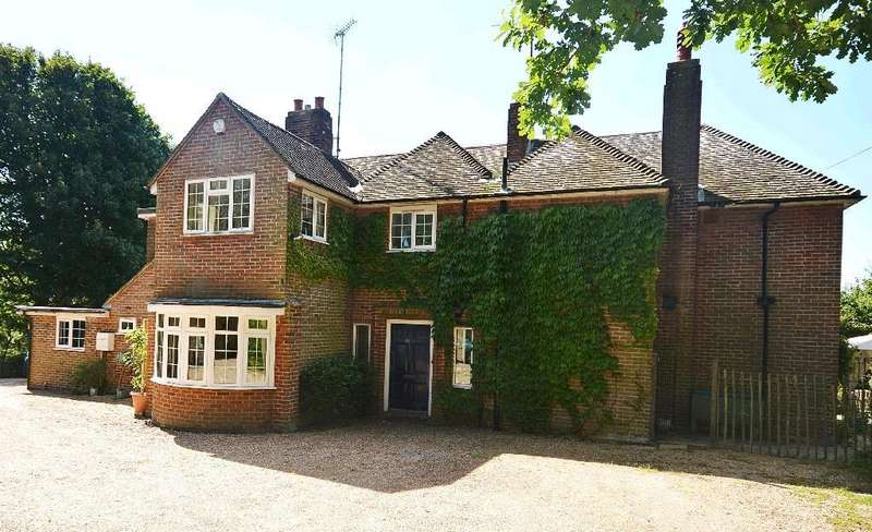 5 Bedrooms Detached House for sale in Wealden Way, Bexhill-On-Sea