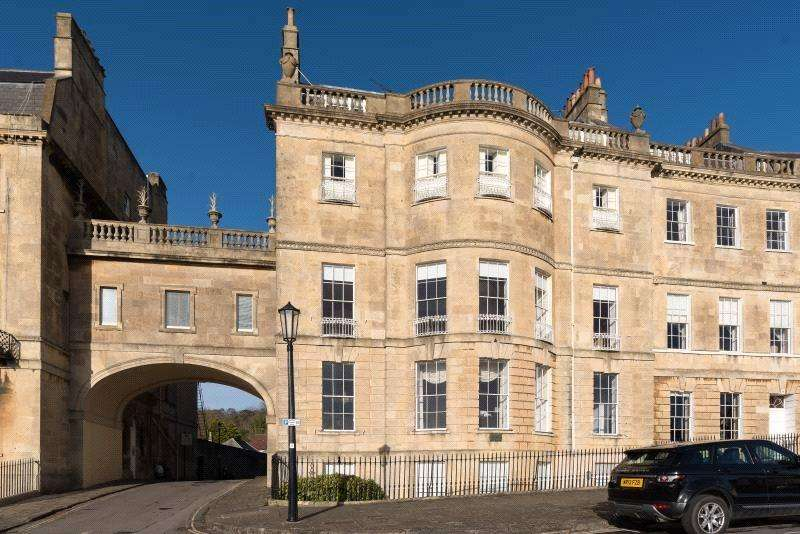 3 Bedrooms Flat for sale in Lansdown Crescent, Bath, BA1
