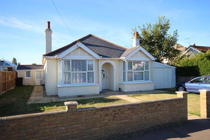 3 Bedrooms Detached Bungalow for sale in Walton Road, Clacton-On-Sea