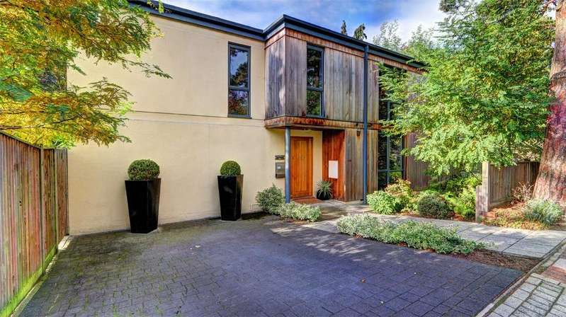 4 Bedrooms Detached House for sale in Parkside Avenue, Bickley, Kent