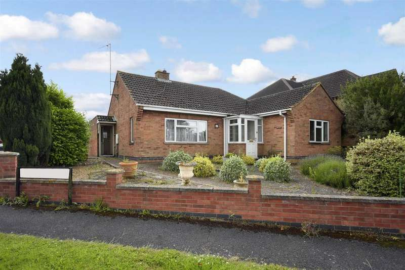 3 Bedrooms Bungalow for sale in Fairfield Road, Isham, Kettering