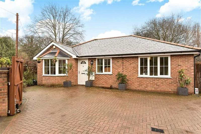 3 Bedrooms Detached Bungalow for sale in Guildford Road, Normandy, Surrey, GU3