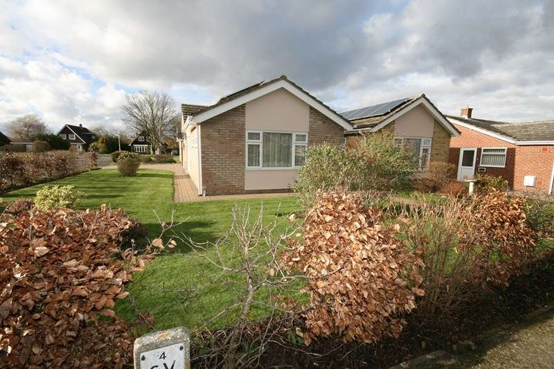 3 Bedrooms Detached Bungalow for sale in Cedar Drive, Attleborough