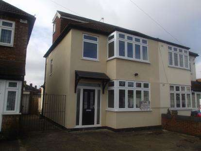 4 Bedrooms Semi Detached House for sale in Gidea Park, Romford, Essex