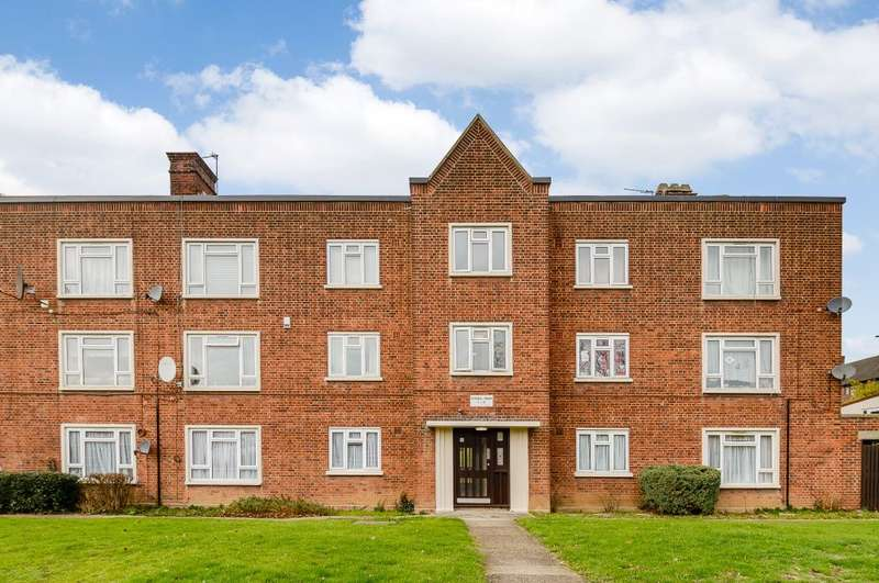 2 Bedrooms Ground Flat for sale in Roxwell House, London, Essex, IG10 3AY