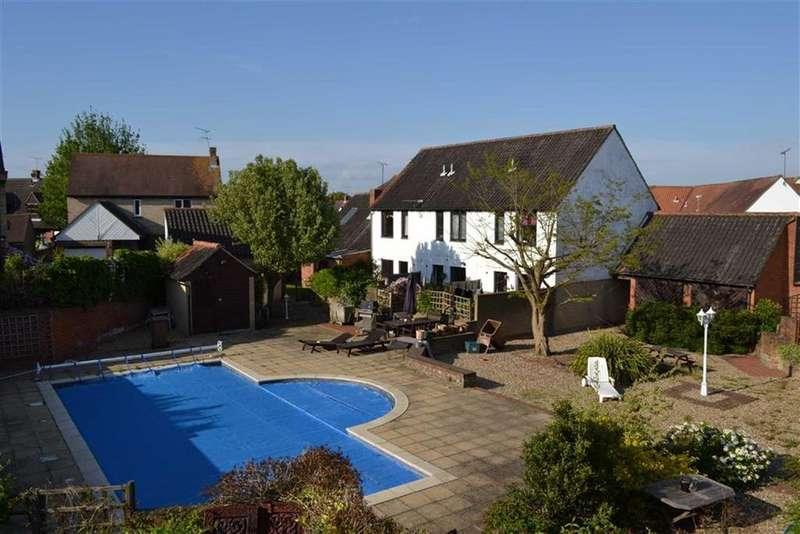 2 Bedrooms Terraced House for sale in Gandalfs Ride, South Woodham Ferrers, Essex