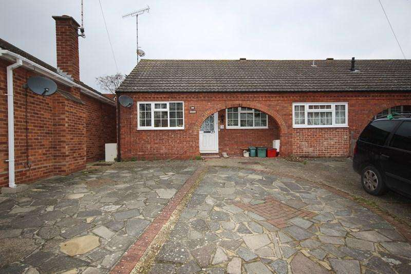 2 Bedrooms Semi Detached Bungalow for sale in Ramplings Avenue, Clacton-On-Sea