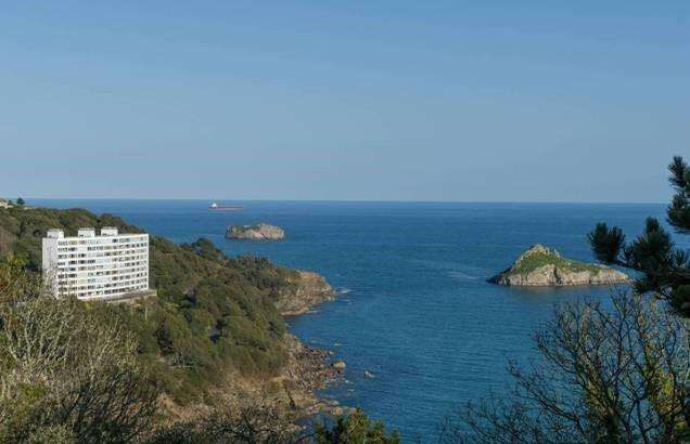 3 Bedrooms Apartment Flat for sale in Ilsham Marine Drive, Torquay