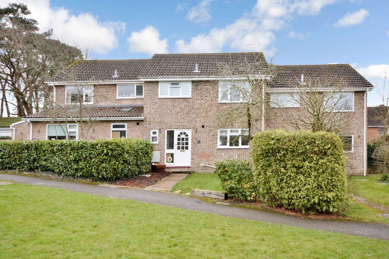 3 Bedrooms Terraced House for sale in Avon Gardens, Bransgore