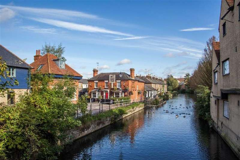2 Bedrooms Terraced House for sale in Riverside, Hertford, Herts, SG14