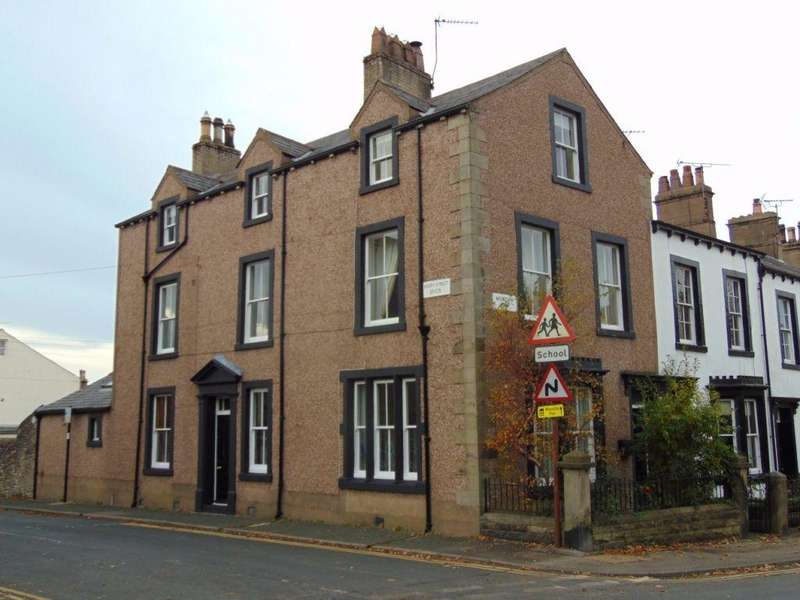 4 Bedrooms Terraced House for sale in The Corner House, 19 Mountain View, Cockermouth, CA13 0DG