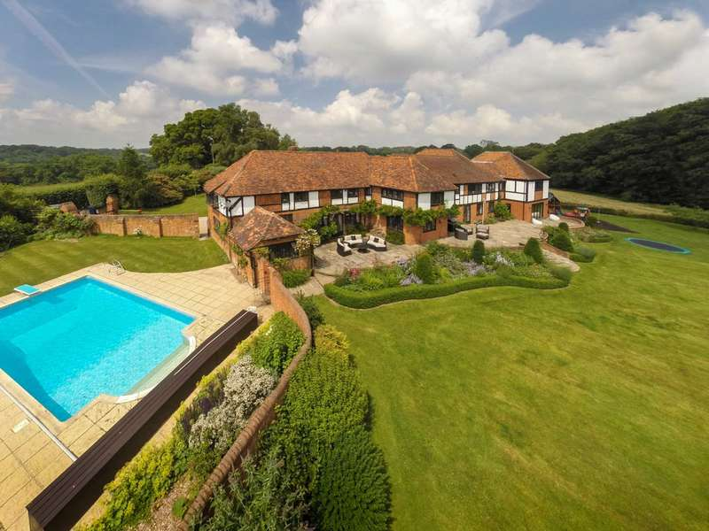 6 Bedrooms Country House Character Property for sale in Turville Heath