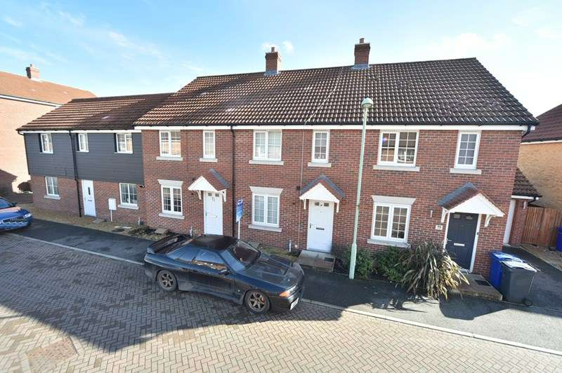 3 Bedrooms Terraced House for sale in Russet Drive, Red Lodge, Bury St. Edmunds