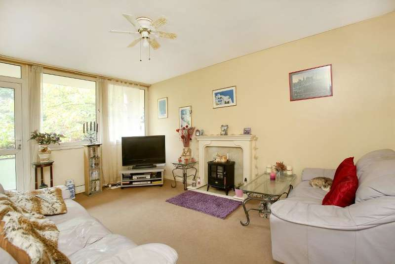 2 Bedrooms Flat for sale in Pemberton House, High Level Drive, Sydenham, London, SE26 6XW
