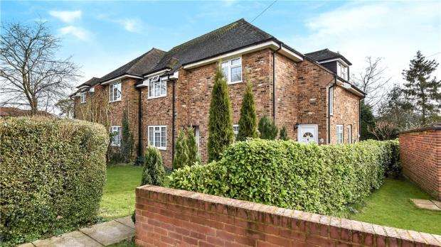 2 Bedrooms Maisonette Flat for sale in Austenwood Close, Chalfont St. Peter, Gerrards Cross