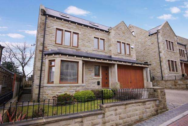 5 Bedrooms Detached House for sale in Villa Gardens Shelf Halifax