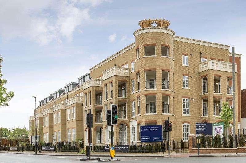 2 Bedrooms Flat for sale in Hampton Row, London, SW15