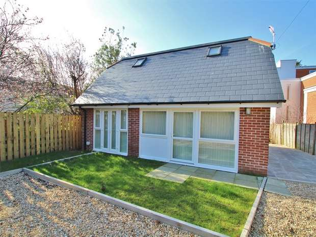 3 Bedrooms Detached House for sale in Kingland Road, Poole, POOLE, Dorset
