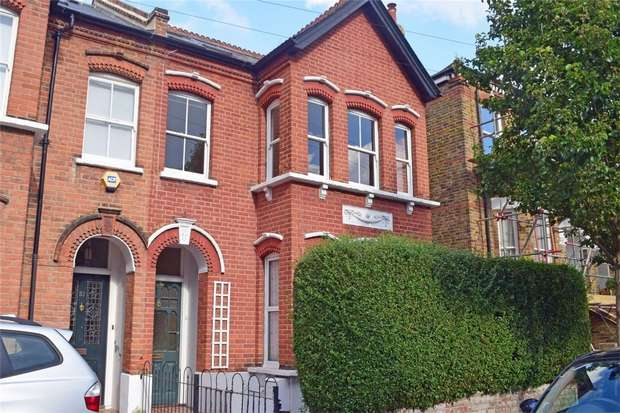 2 Bedrooms Flat for sale in Beaconsfield Road, St Margarets, Twickenham