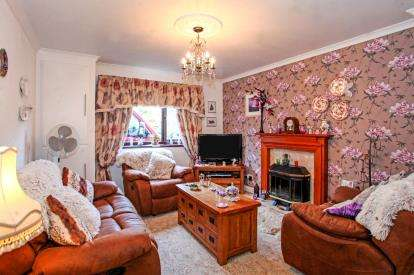 3 Bedrooms Semi Detached House for sale in Burlington Avenue, Langwith Junction, Mansfield, Derbyshire