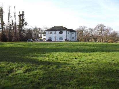 2 Bedrooms Flat for sale in Salisbury Road, Christchurch, Dorset