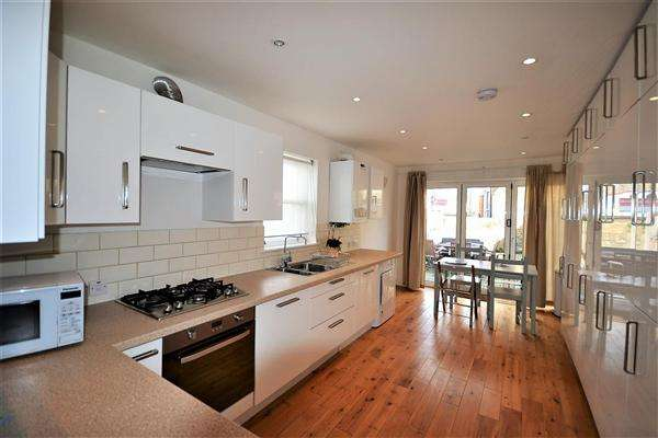 3 Bedrooms End Of Terrace House for sale in Eastbury Grove, London