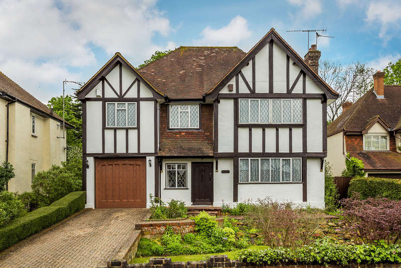 6 Bedrooms Detached House for sale in Eastlands Way, Oxted, RH8
