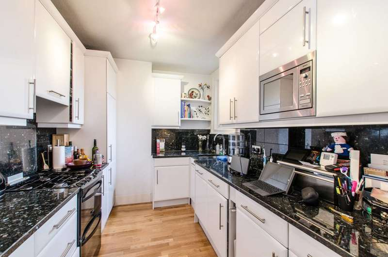 2 Bedrooms Flat for sale in Platts Lane, Hampstead, NW3