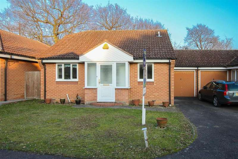 2 Bedrooms Detached Bungalow for sale in Wyatts Green