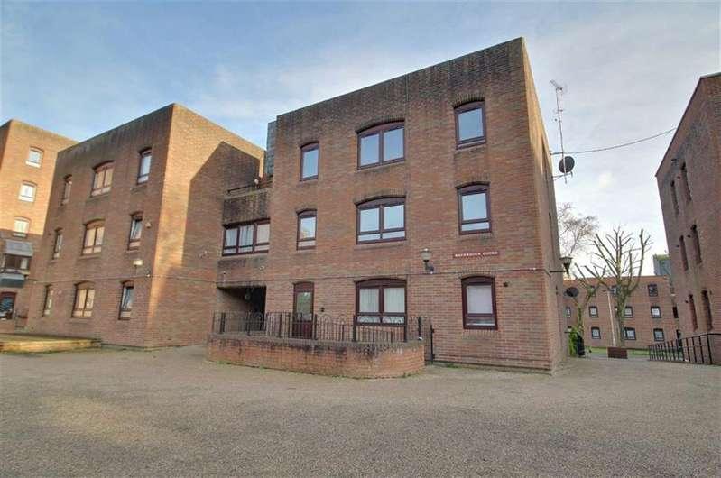 3 Bedrooms Flat for sale in Maverdine Court, Gloucester
