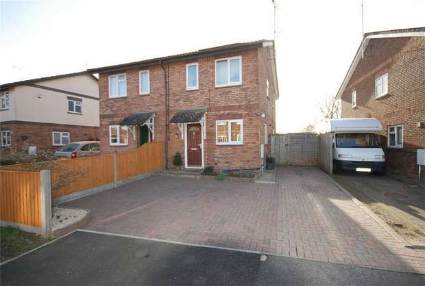 2 Bedrooms Semi Detached House for sale in Levings Close, Aylesbury, Buckinghamshire