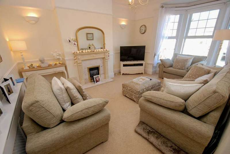 3 Bedrooms Flat for sale in Mowbray Road, South Shields