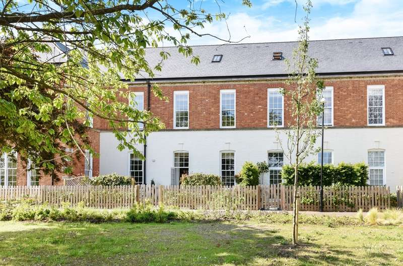 3 Bedrooms House for sale in Longley Road, Chichester, PO19